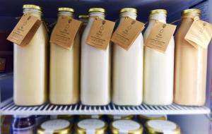 luz almond milk